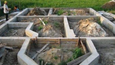 Какой фундамент выбрать при близком расположении грунтовых вод?