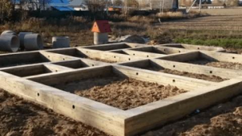 Конструкция и особенности строительства ленточного фундамента